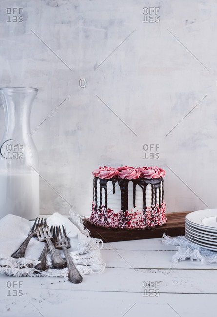 Chocolate and peppermint cake with milk