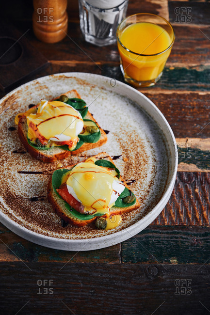 Eggs Florentine with spinach, salmon and hollandaise sauce