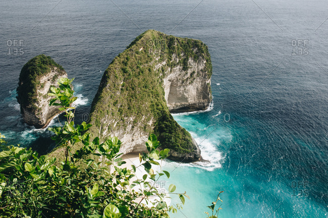 Scenic view of green cliffs by the sea on the island of Nusa Lembongan