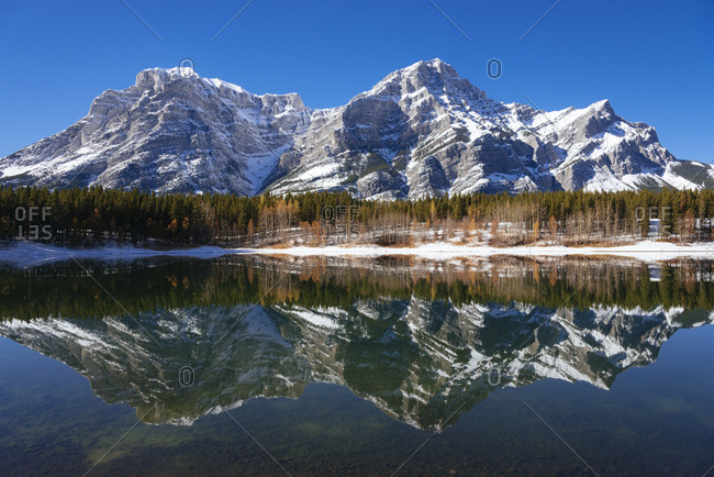 Wedge Pond in autumn, Kananaskis Country, Alberta, Canada, North America
