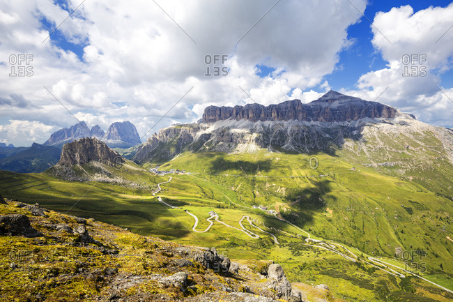 Pordoi Pass road with Sella Group and Sassolungo group, Pordoi Pass, Fassa Valley, Trentino, Dolomites, Italy, Europe