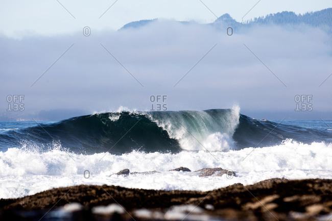 Large curling waves in the ocean