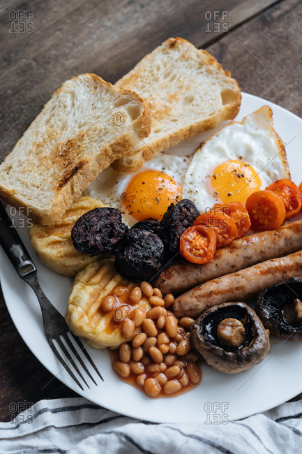 Plate of full traditional English breakfast