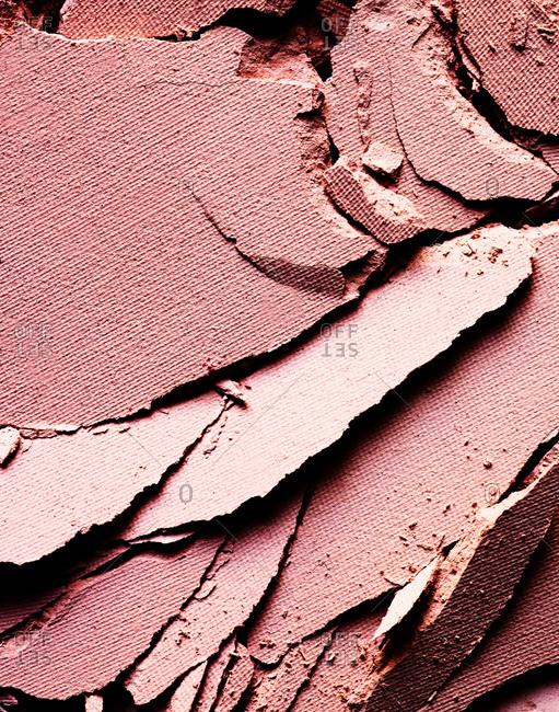 Cracked powder makeup