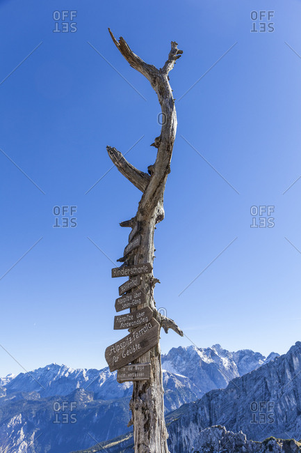 Germany- Upper Bavaria- Garmisch-Partenkirchen- Alpspitze- Osterfelderkopf- sign posts