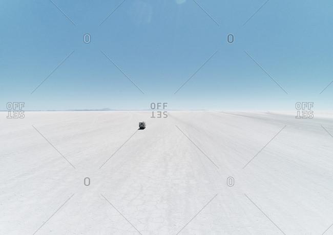 Bolivia- Salar de Uyuni- camper driving on salt lake