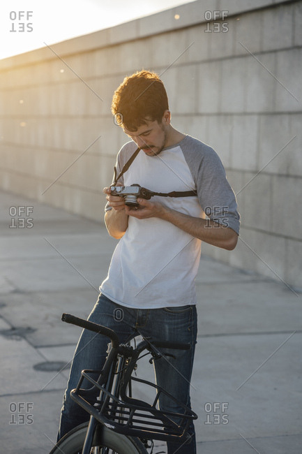 Young man with commuter fixie bike looking at camera