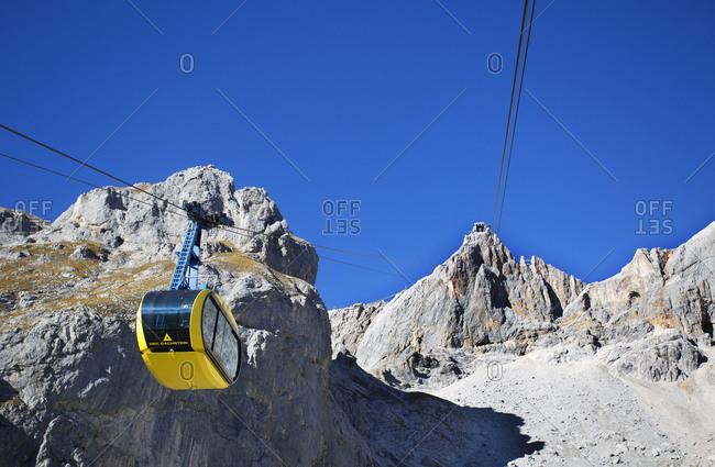 Austria- Styria- Salzkammergut- Dachstein massif- Dachstein glacier lift