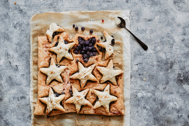 Hand pies with blueberries and puff pastry