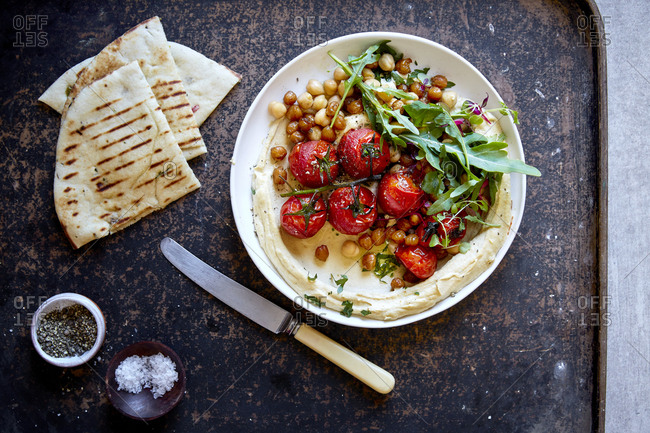 Hummus with roasted vine tomato and toasted pita bread