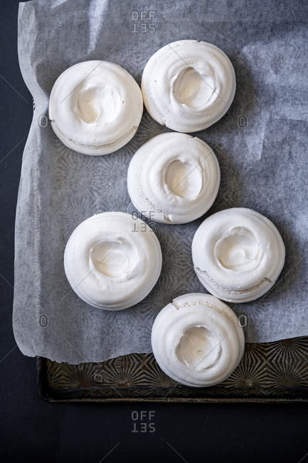 Baked meringue rounds on oven tray