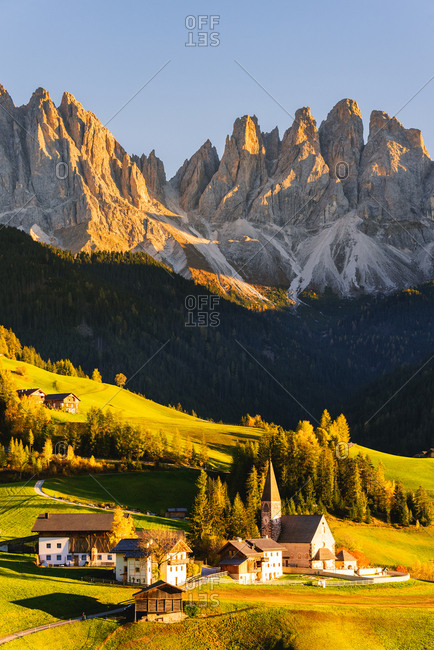 Santa Maddalena at sunset in autumn, Funes Valley (Val di Funes), Trentino-Alto Adige-South Tyrol, Dolomites, Italy, Europe
