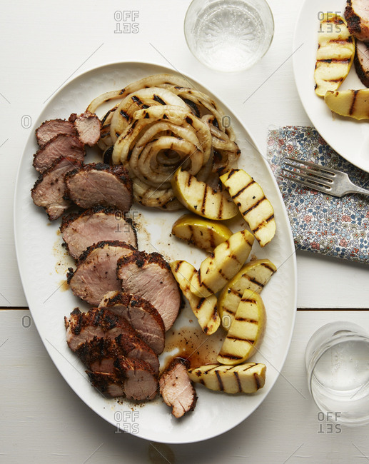 Grilled apples, onions and pork