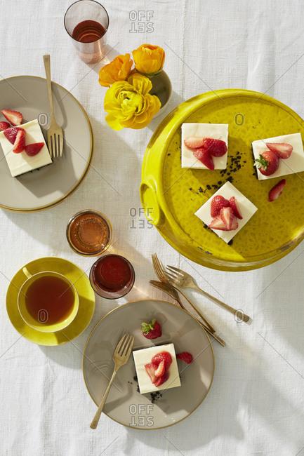 Lemon icebox cake with wine and tea