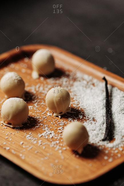 Vanilla pralines and coconut