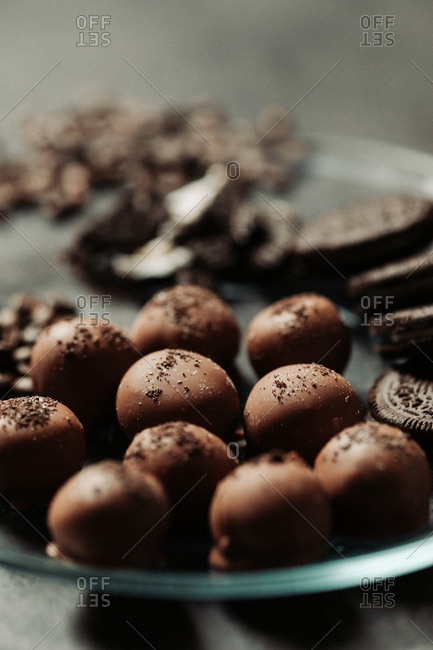Chocolate cream filled cookie pralines