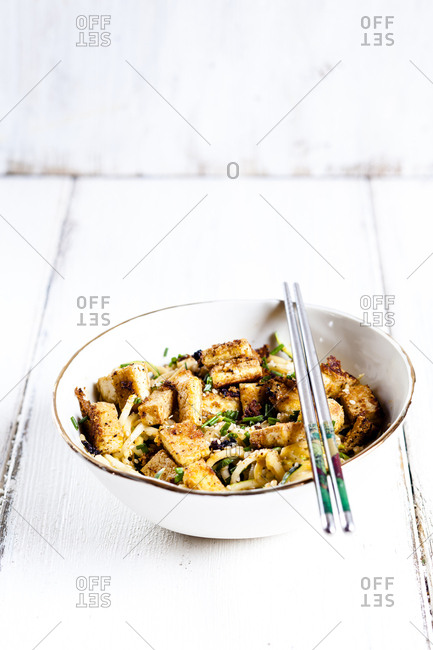 Bowl of zoodles with fried tofu