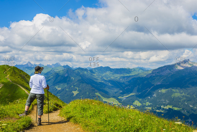 Germany- Bavaria- Allgaeu Alps- View from Fellhorn to Soellereck- female hiker