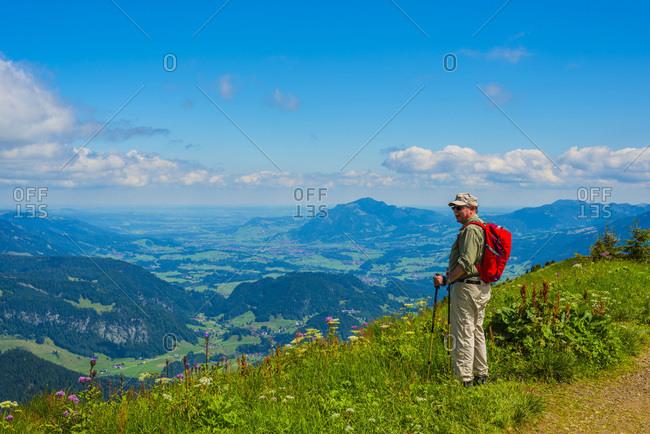 Germany- Bavaria- Allgaeu Alps- View from Fellhorn to Soellereck- male hiker