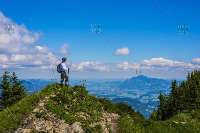 Germany- Bavaria- Allgaeu Alps- View from Fellhorn to Soellereck- female hiker