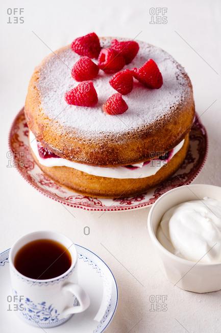 Victoria sponge cake with fresh strawberries