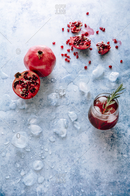 pomegranate gin fixx with pomegranate sections