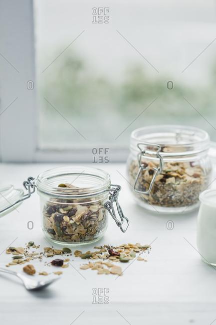 jars of granola and yogurt