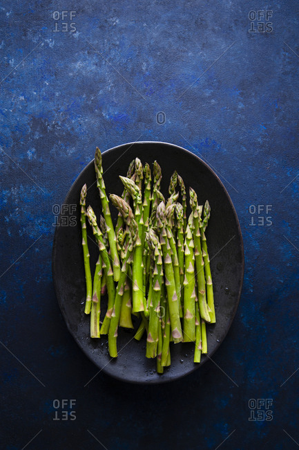Overhead shot of raw fresh asparagus stalks