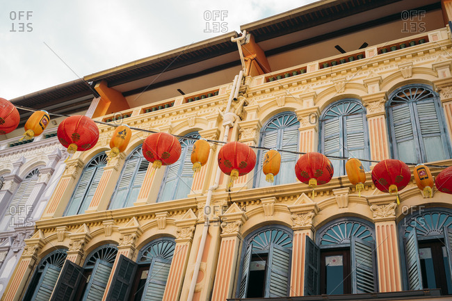 Singapore- colorful old houses in Chinatown with red and orange Chinese lanterns
