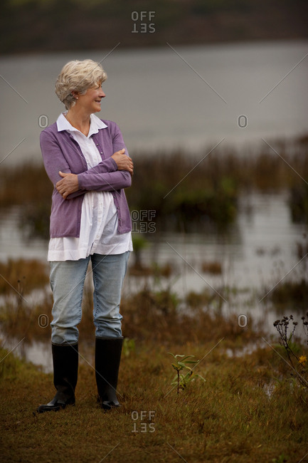 Mature woman looking at the sea.