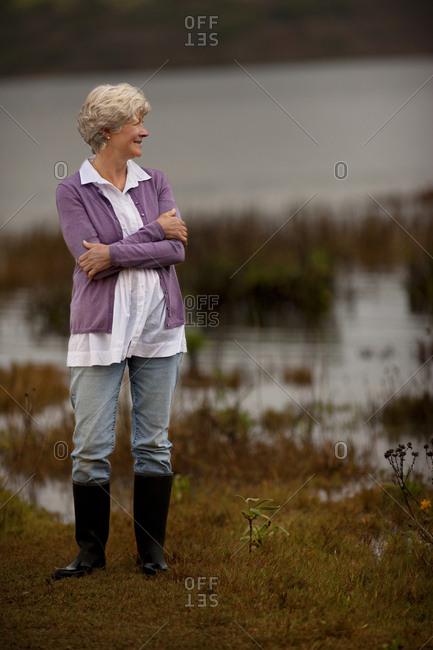 Mature woman looking at the sea.