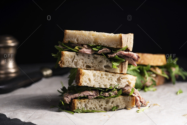 Roast beef sandwich with arugula and mustard