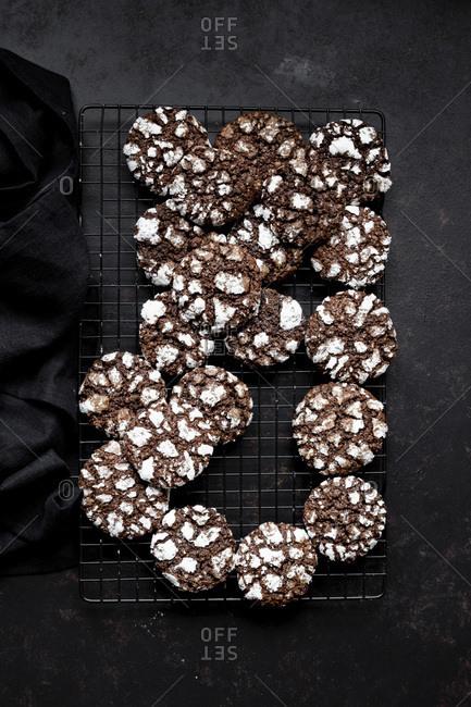Chocolate Crinkle Cookies - Simple