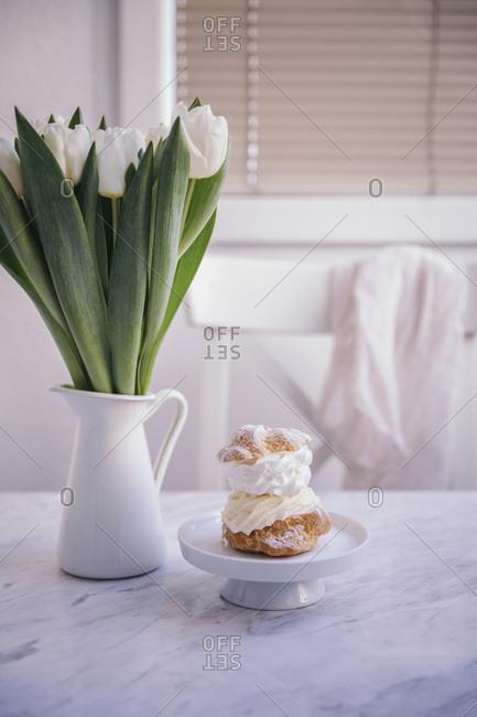 Cream puff dessert on a little white cake stand