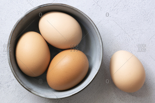 Brown free-range hen eggs in a bowl.