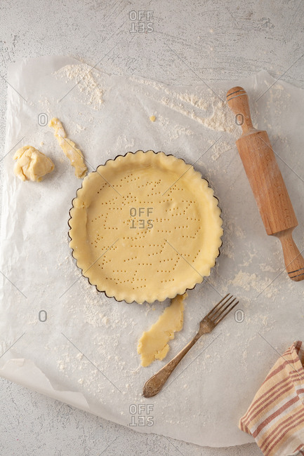 Dough for tart and polling pin