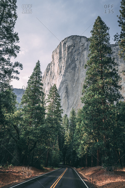 Diminishing perspective of empty road against mountain at Yosemite National Park