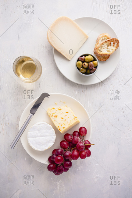 cheese and grapes appetizer with wine