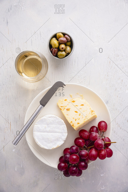 cheese and grapes snack with wine