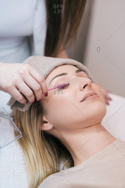 Cosmetologist doing lash extensions on client