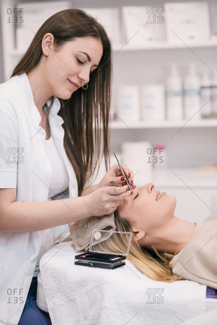 Cosmetician doing a lash extensions on a customer