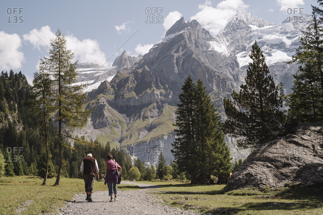 From the promenade to Lake Oeschinensee