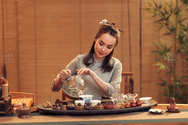 Young women show tea art