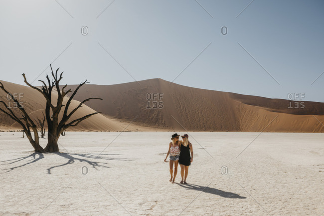 Namibia- Namib desert- Namib-Naukluft National Park- Sossusvlei- two girlfriends walking in Deadvlei