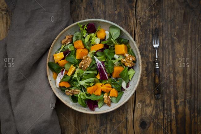 Mixed green salad with hokkaido pumpkin and walnut