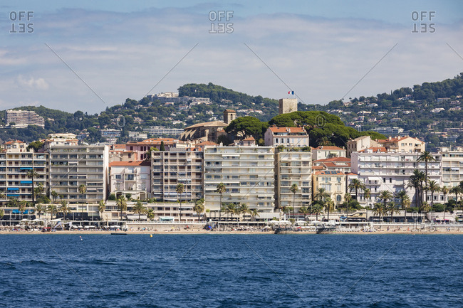 France- Provence-Alpes-Cote d'Azur- Cannes- apartment buildings at the beach- Le Suquet old town in the background