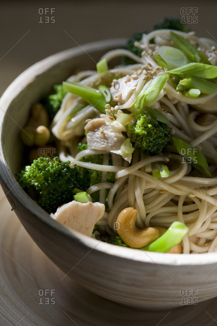 Noodle bowl with broccoli, cashews, green onions and chicken