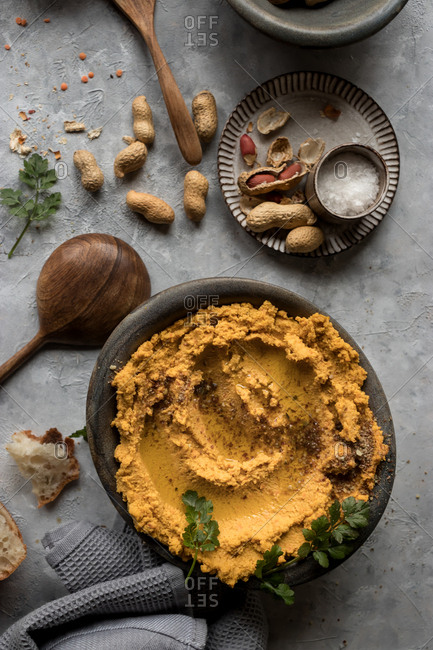 Lentil hummus with carrot and peanuts