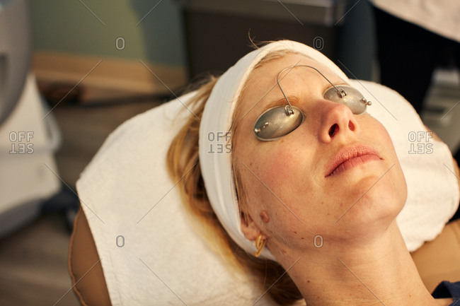 Patient wearing protective goggles during a cosmetic procedure
