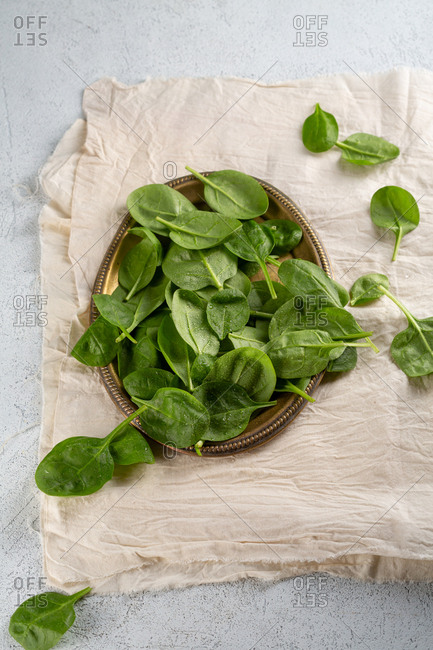 Spinach piled on gold plate